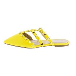 Shoes - 🌺 In Trend Studded Yellow Mule🌺